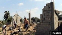 Gazze'nin Han Yunus kasabasında hava saldırısına uğrayan bir bina