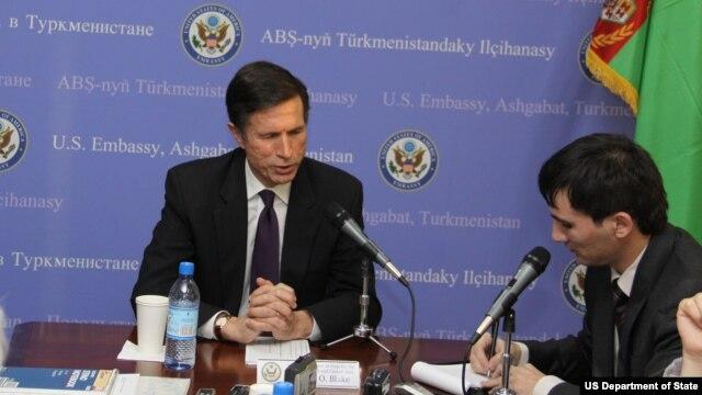 AQSh delegatsiyasiga Davlat kotibi muovini Robert Bleyk boshchilik qildi.