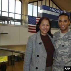 Ðại úy James Văn Thạch và Mẹ