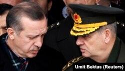 İlker Başbuğ, emekli olmadan önce Başbakan Recep Tayyip Erdoğan'la