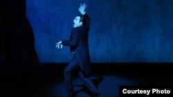 Сцена из спектакля «Письмо человеку». Photo: Julieta Cervantes