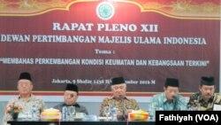 Rapat pleno Dewan Pertimbangan MUI memperingatkan untuk tidak bermain-main dengan isu agama. (VOA/Fathiyah Wardah)