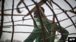 Dio, un agriculteur adara voisin d'Unguwar Busa, l'une des colonies peuls attaquées la semaine dernière, dans une cabane à Kaduna le 22 février 2019.