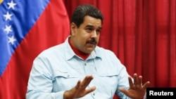 """El presidente Nicolás Maduro cuestionó la visita de los expresidentes a quienes acusó de ser """"¡Un club de vagos""""."""
