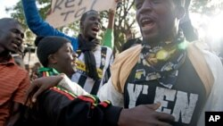 Protesters in Senegal demand that President Abdoulaye Wade quit his bid for a third term in February 26 elections, Feb 21, 2012.