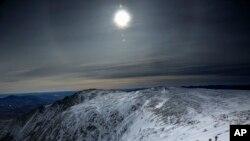 Альпинисты совершают восхождение на гору Вашингтон в штате Нью-Гемпшир