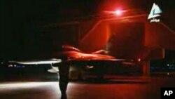 Egipatski lovac sprema se za vazdušne udare na mete Islamske države u Libiji, 16. februara 2015.