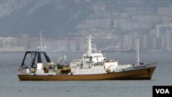 El barco cazatesoros Odyssey Explorer atraviesa el estrecho de Gibraltar.