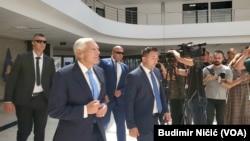 Vesli Klark tokom posete Kosovu