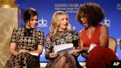 De izquierda a derecha, America Ferrera, Chloe Grace Moretz y Angela Bassett durante las nominaciones de los Globos de Oro.