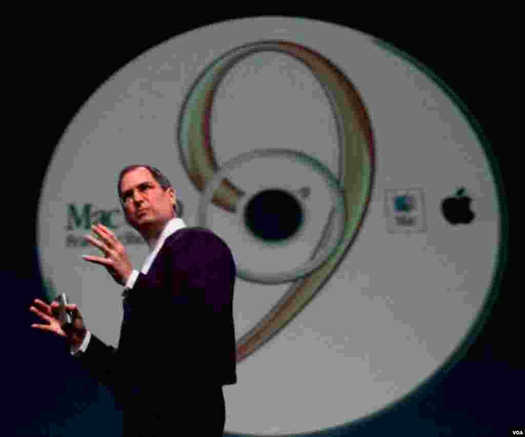 Operativni sistem OS9 i Ajmek predstavljeni su već u oktobro 1999. u Kaliforniji. (AP Photo/Paul Sakuma)