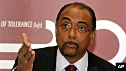 Michel Sidibe, Executive Director of UNAIDS, speaks during a press conference in Vienna (file photo -November 24, 2010)