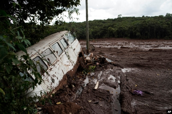 F7C76A4C 8B34 4EDC 9695 91C60269889F w650 r0 s - Brazil Dam Collapse – More Than 50 Dead 300 Still Missing