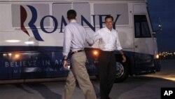 La fórmula republicana de Mitt Romney y Paul Ryan hacen campaña en Mooresville, Carolina del Norte, el domingo 12 de agosto de 2012.