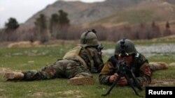 سربازان اردوی ملی حین تمرینات نظامی