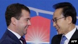 Дмитрий Медведев и Ли Мен Бак