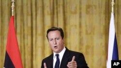 英国首相卡梅伦在的黎波里记者会上卡讲话