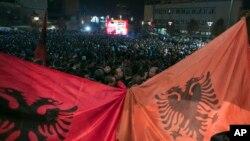 Hiljade Albanaca u Prištini prate utakmicu između Srbije i Albanije