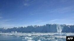 Akullnajat në Groenlandë dhe Antarktidë po shkrihen me ritëm më të shpejtë