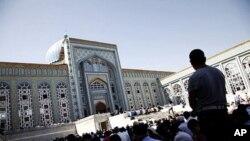 دشنبہ کی جامع مسجد میں نماز جمعہ کی ادائگی