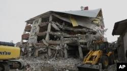 土耳其開始清理地震災區。