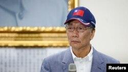 台湾鸿海集团董事长郭台铭头戴台湾国旗帽2019年4月17日宣布参加2020台湾总统竞选。