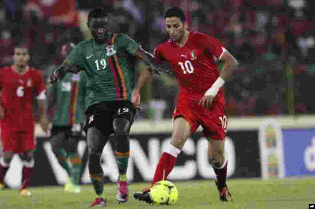 Ivan Bolando (R) of Equatorial Guinea fights for the ball with Nathan Sinkala of Zambia during their African Nations Cup soccer match in Malabo January 29, 2012.