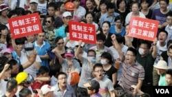 启东民众抗议排污工程(视频截图)