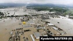 طوفانی بارشوں کے باعث وسطی اور جنوبی جاپان کے کئی علاقے سیلاب میں ڈوب گئے ہیں۔