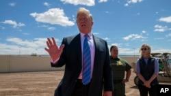 Presidenti Donald Trump në vijën kufitare me Meksikën, në Calexico, të Kalifornisë