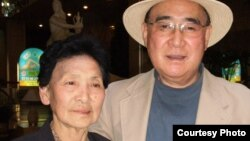 지난 2011년 평양 고려호텔에서 만난 박문재 박사(오른쪽)와 누나 박경재 씨.