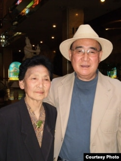 지난 2011년 평양 고려호텔에서 만난 박문재 박사와 누나 박경재 씨.