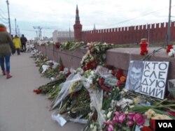 麦凯恩参议员一直关注俄反对派领袖涅姆佐夫遇刺一案。莫斯科红场附近涅姆佐夫的遇害地点。