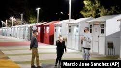 Домики для бездомных в одном из районов Лос-Анджелеса. Февраль 2021г.