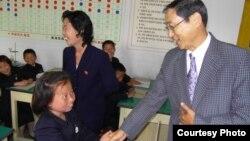 [뉴스 풍경] 북한 어린이들에 '통일 축구공' 지원