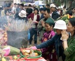 Người Việt âm thầm ra nước ngoài: 'Cuộc di cư đau lòng'