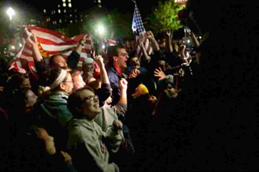 La gente se reúne frente a la Casa Blanca tras el anuncio del Presidente Obama de que Osama bin Laden estaba muerto.