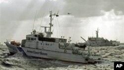 25일 영유권 분쟁 지역인 센카쿠 열도, 중국 명 댜오위다오 인근 해역에 출동한 일본 순시선.