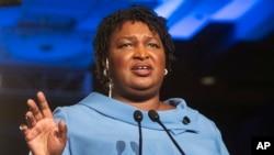 Stacey Abrams foi a porta-voz dos democratas na réplica ao Estado da União