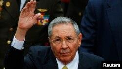 Presiden Kuba, Raul Castro mengusulkan pencabutan larangan impor mobil pada tahun 2011 (foto: dok).