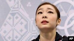러시아 소치 동계 올림픽에 출전한 한국 대표팀 김연아 선수가 19일 여자 피겨 쇼트프로그램 경기를 마친 후 점수를 기다리고 있다.