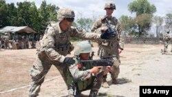 美國陸軍訓練菲律賓軍人(美國陸軍2019年3月6日照片)