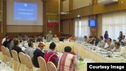 ျငိမ္းခ်မ္းေရး အလုပ္အဖြဲ႔ ညႇိႏိႈင္းအစည္းအေဝး (Hla Maung Shwe)