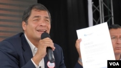 El presidente Correa mantiene en las encuestas niveles de popularidad superiores al 60 por ciento.