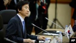 윤병세 한국 외교장관이 지난해 7월 브루나이에서 동아시아 외무장관회담에서 발언하고 있다. (자료사진)
