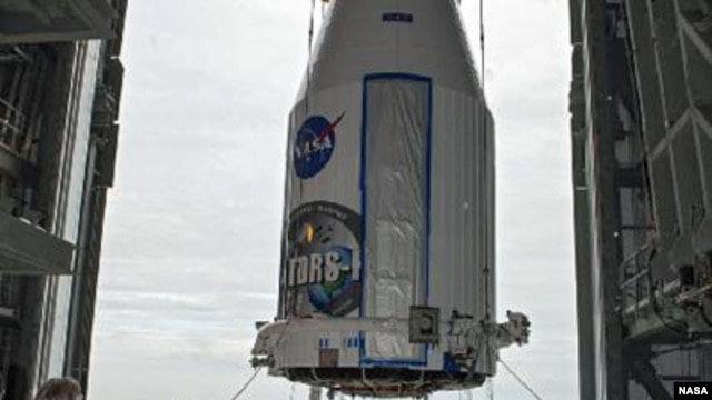 Enclosed in its payload fairing, NASA's Tracking and Data Relay Satellite, TDRS-K, is lifted for placement atop a United Launch Alliance Atlas V rocket at Cape Canaveral Air Force Station's Space Launch Complex 41, 20 Jan 2013. (NASA)