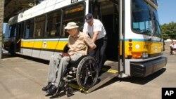 El prototipo podría hacer que no sean necesarias las rampas o los ascensores en sus hogares para personas que usan sillas de ruedas.