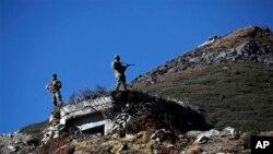 印度士兵守卫在中印边界