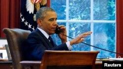 Le président Barack Obama au téléphone, 2 juin 2012