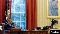 ABŞ prezidenti Barak Obama Ağ Evdə kabinetində